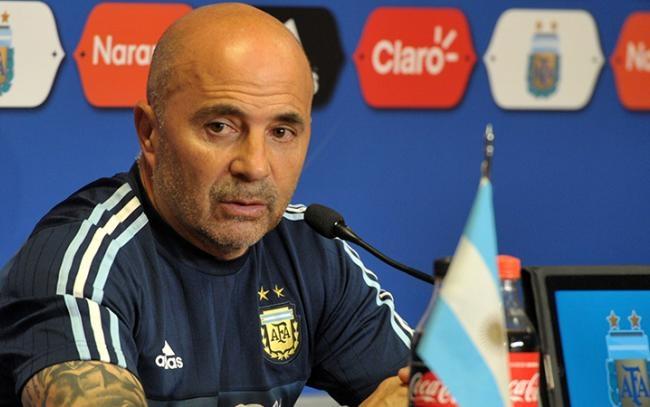 Una multitud recibió en Ezeiza a la Selección de Perú — Eliminatorias
