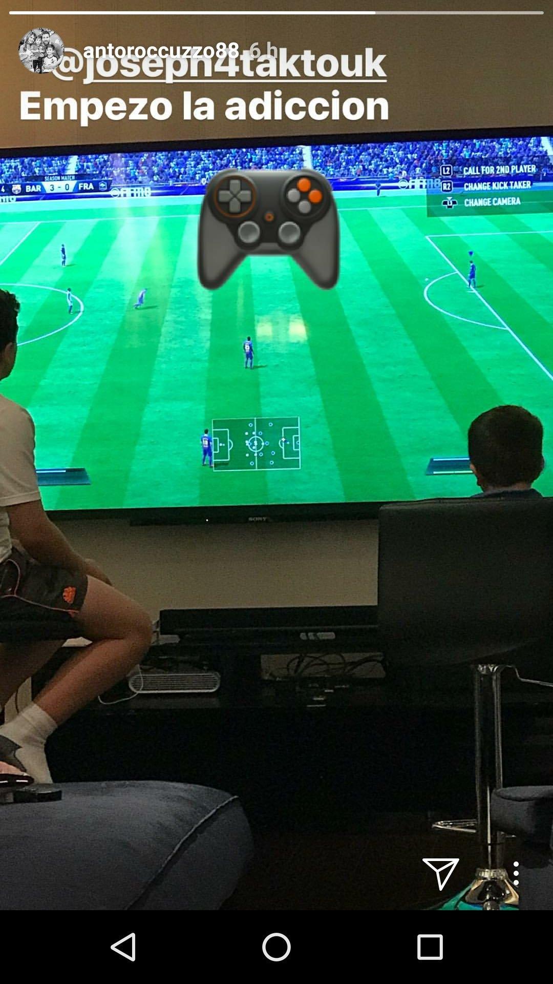 Messi Y Thiago Retratados Por Antonela Jugando A La Play Station