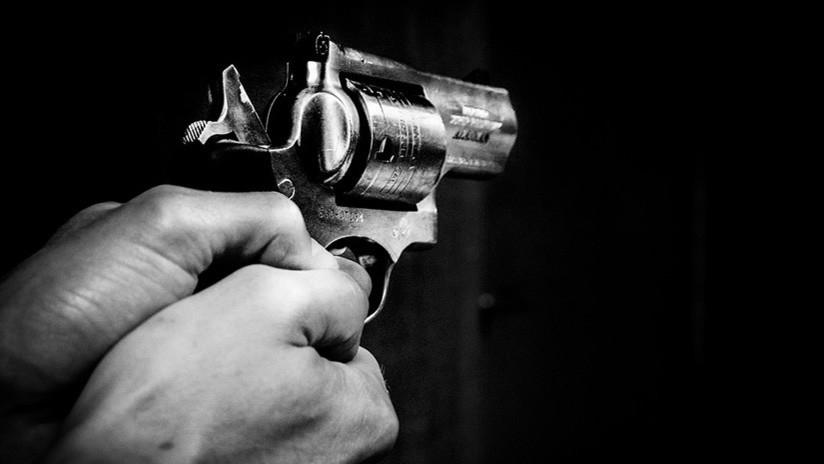 Por intentar reto viral, disparó a un amigo en la cabeza