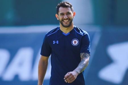 Walter Montoya es presentado con Cruz Azul