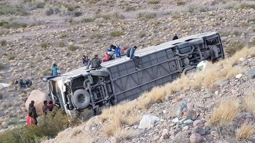 Volcó un micro en Mendoza: tres muertos y varios heridos