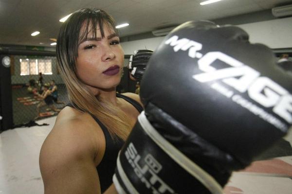 Luchadora transexual de MMA peleará contra un hombre en una velada histórica