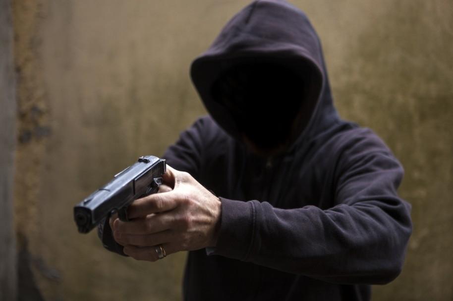 Ladrón atropella a sus cómplices tras asaltar una tienda — YouTube