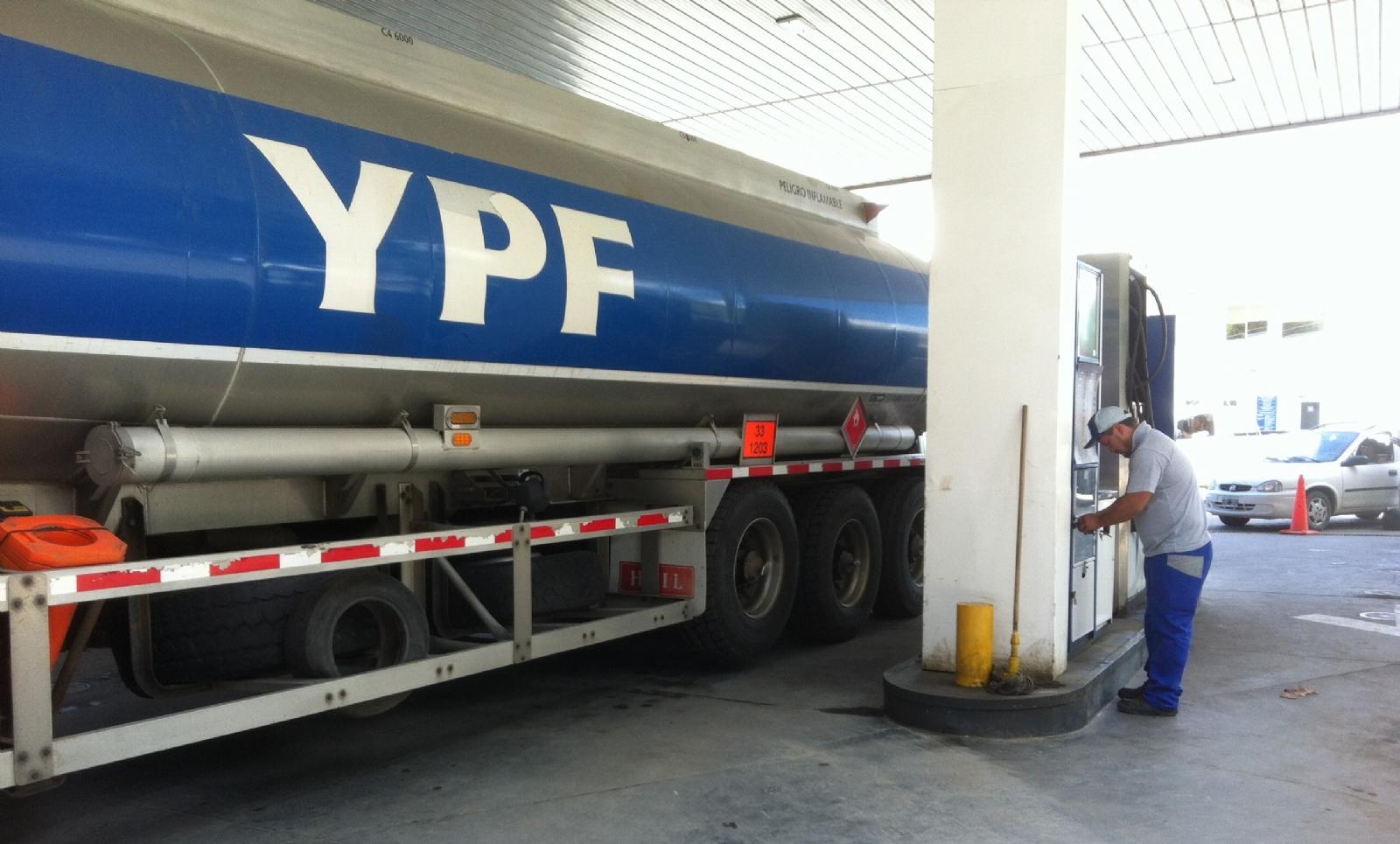 YPF sorprendió y volvió a aumentar sus naftas