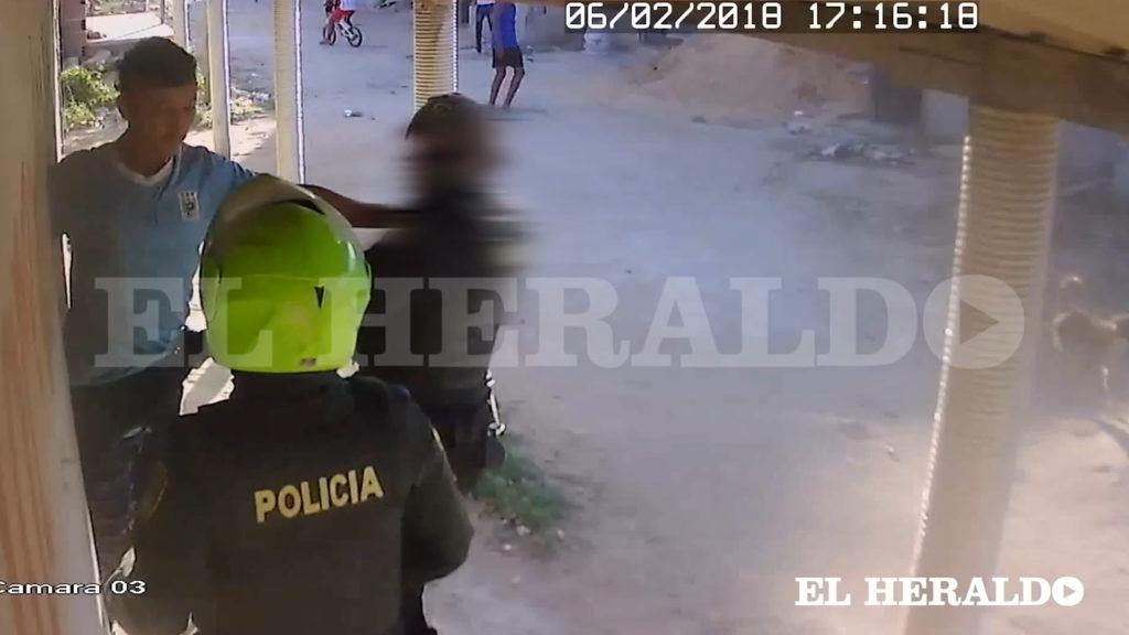 Policía colombiano ejecutó a delincuente que lo amenazaba con un cuchillo