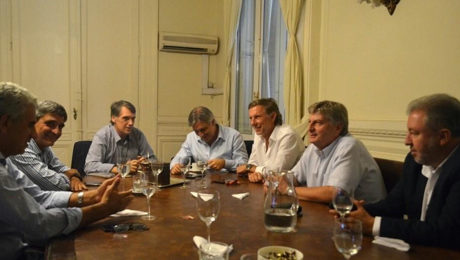 Los gobernadores peronistas le exigen a Macri que presente su