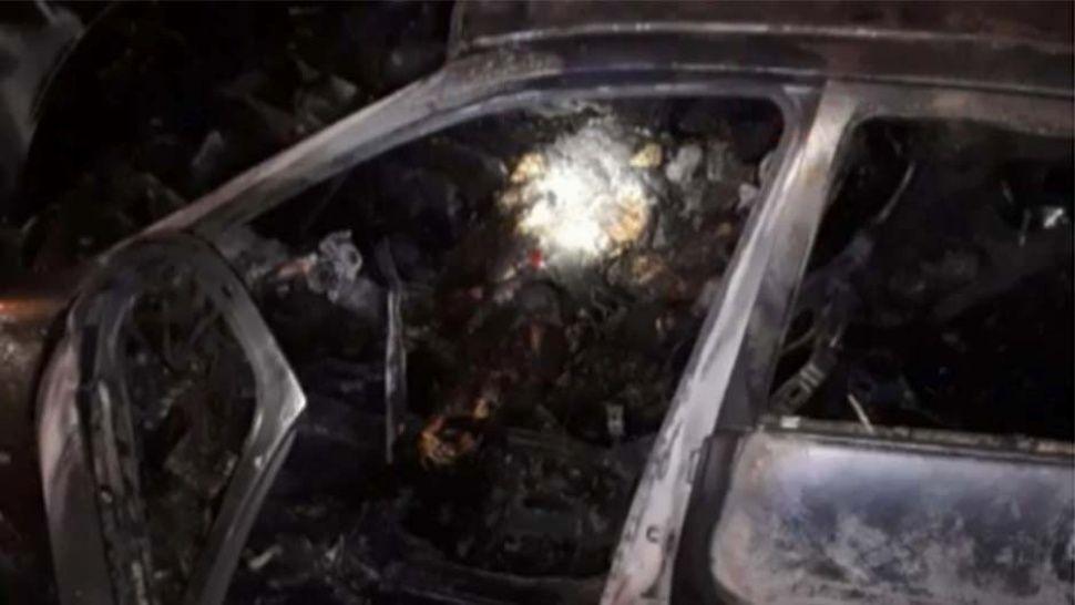 Macabro hallazgo de dos hombres carbonizados en auto