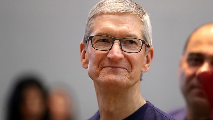 Tim Cook, CEO de Apple, criticó los estándares de privacidad de Facebook