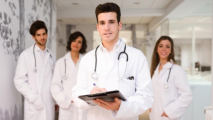 Cientos de médicos protestan por ganar mucho — Canadá