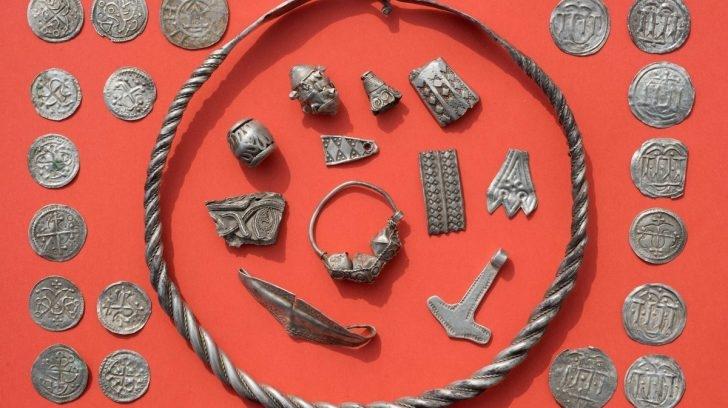 El tesoro vickingo milenario que encontró un nene de 13 años