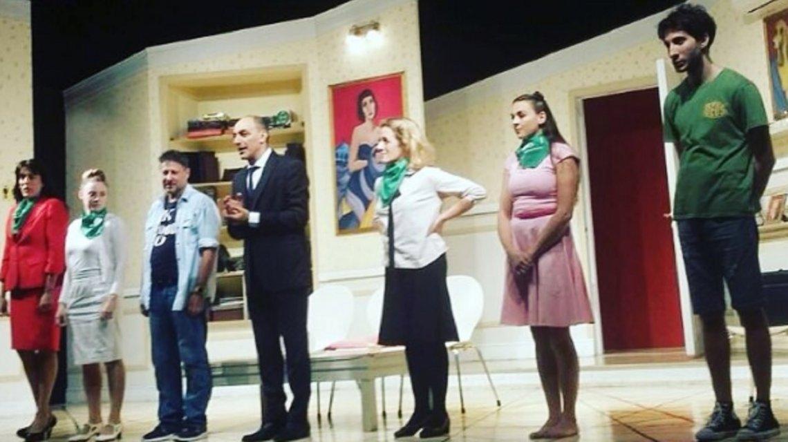 Violencia y escándalo de aniabortistas durante la obra de teatro Toc Toc
