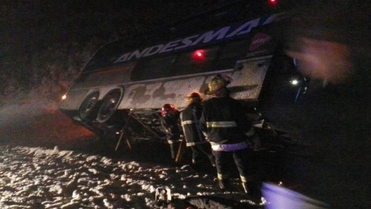 Volcó un micro en Chubut: hay al menos 9 heridos
