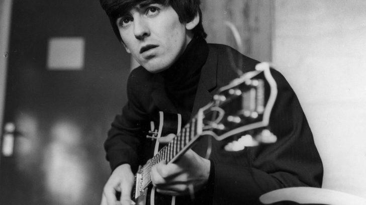 Subastarán guitarra de George Harrison