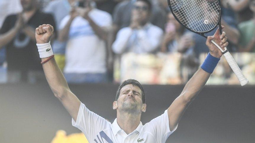 Djokovic cede un set pero accede a octavos