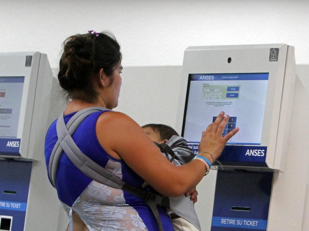 Modifican el tope al ingreso del trabajador para poder cobrar asignaciones familiares