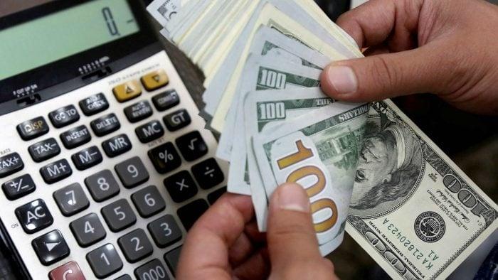 Se mantiene la baja en el dólar y riesgo país