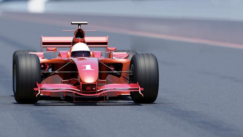 Insólitas imágenes en República Checa de un Ferrari F1 por la autopista