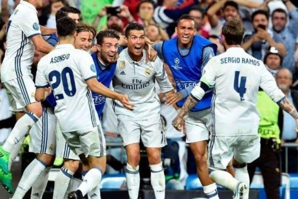 """Con una """"manito"""" del árbitro, el Real Madrid es semifinalista de la Champions"""