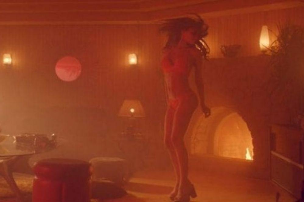 """Imágenes de """"mucho sexo"""" en la película de Pampita"""