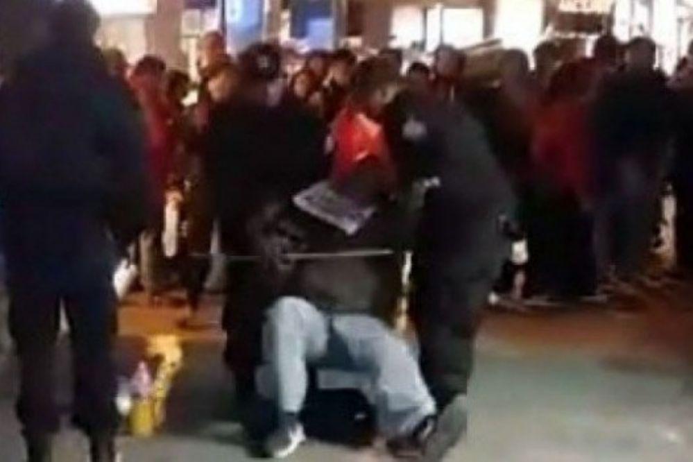 Insólita pelea entre ciegos que pedían en la peatonal