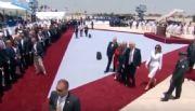 El inesperado cachetón de Melania a Donald Trump ante las cámaras