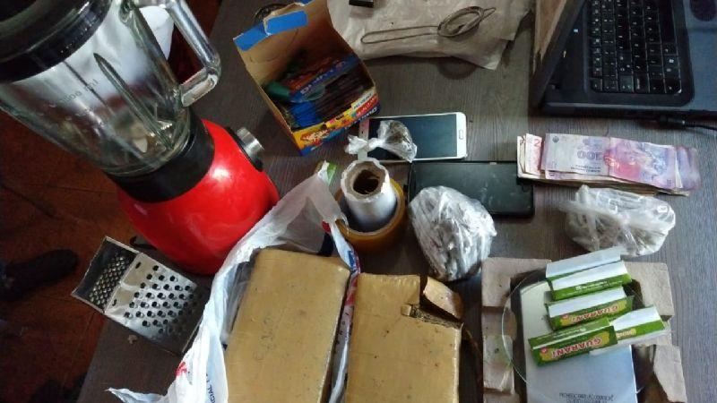 Se les terminó la joda: fueron buscando cosas robadas y encontraron droga