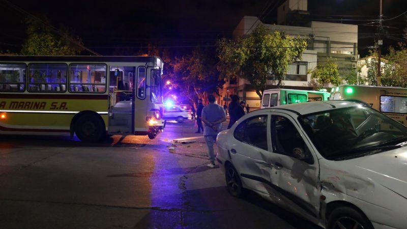Otra vez un colectivo: violento accidente dejó tres heridos
