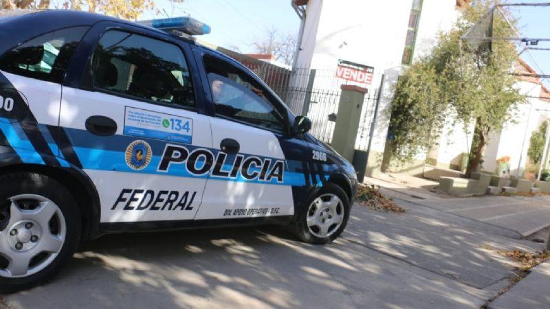 Allanaron la casa del empresario acusado de abuso y detuvieron a su hija y yerno