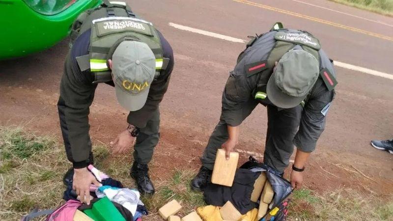 Gendarmería incautó 12 kilos de marihuana en un micro