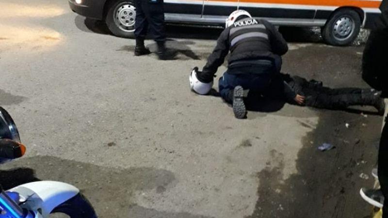 Una mujer policía fue atropellada por un automovilista