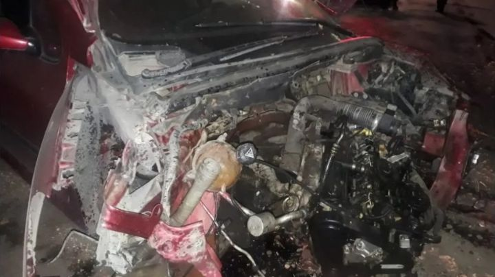 Espectacular accidente terminó con un auto destruido